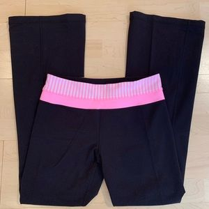 Lululemon Black Groove Pant with White Pink Shell